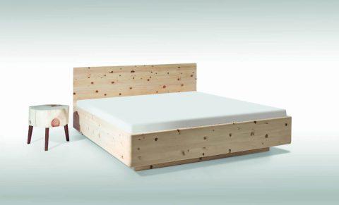 Bett aus Zirbe, Antheo Soft mit Nachttisch